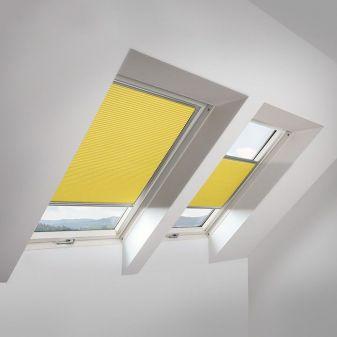 Fakro APF honeycomb plisse geel voor beperking van lichtinval.