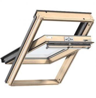VELUX dakraam GGL grenen hout UK08 134x140 cm met HR++ glas en gootstuk EDW voor pannendak.