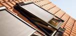 Velux buitenzonwering MSL elektrisch op zonne-energie inclusief afstandsbediening, geheel draadloos bediend.